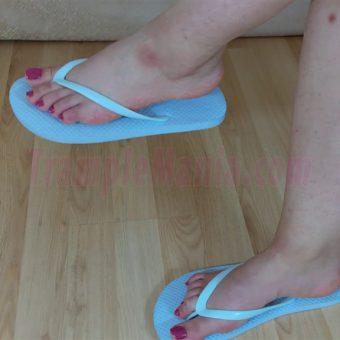 083-elisa-barefoot-show-in-flip-flops.MP4.0005