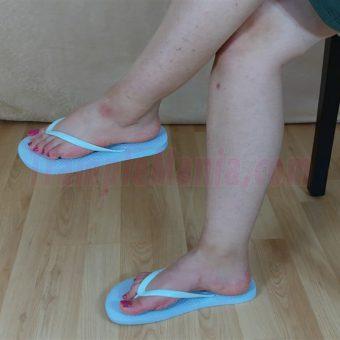 083-elisa-barefoot-show-in-flip-flops.MP4.0006
