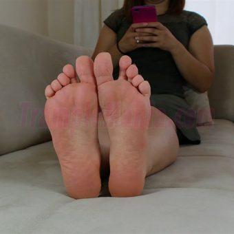 085-elisa-barefoot-show.MP4.0000