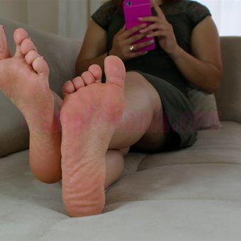 085-elisa-barefoot-show.MP4.0002