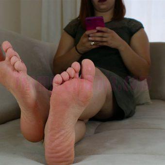085-elisa-barefoot-show.MP4.0004
