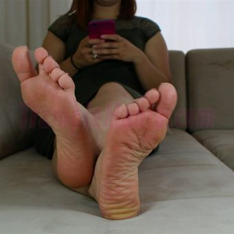 085-elisa-barefoot-show.MP4.0005