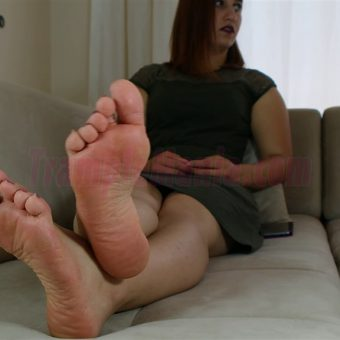 085-elisa-barefoot-show.MP4.0013