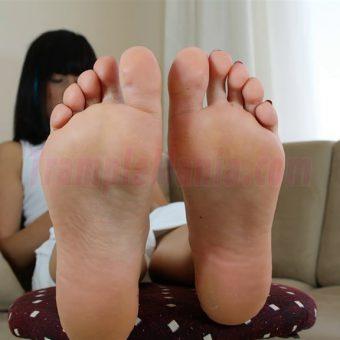 102-barbara-sexy-soles.MP4.0010