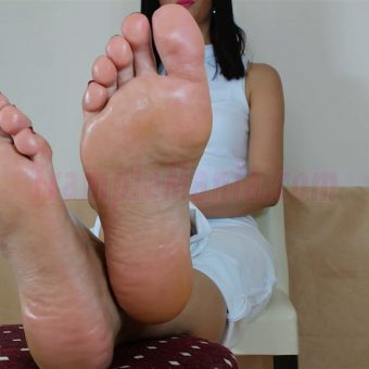 105-barbaras-high-arches-and-sexy-soles.MP4.0017