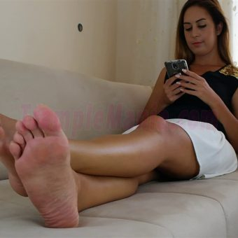108-diana-barefoot-and-soles-show.MP4.0005