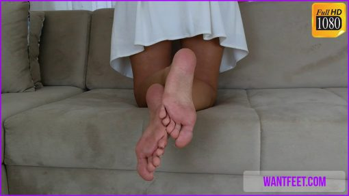 109-dianas-soles-in-the-couch
