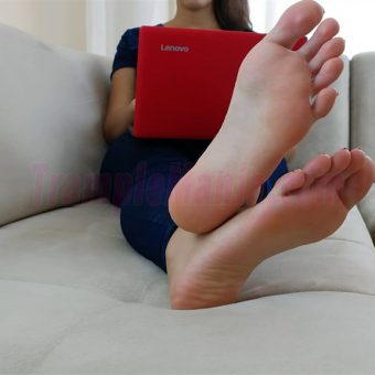074-crystal-barefoot-perfection.MP4.0008