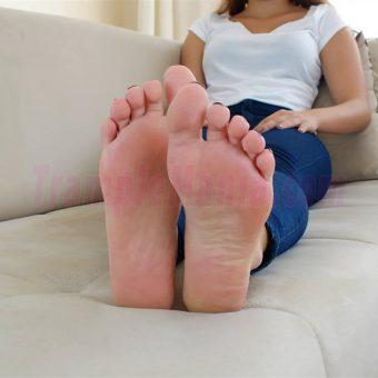 129-adelinas-sweaty-gym-feet.MP4.0003