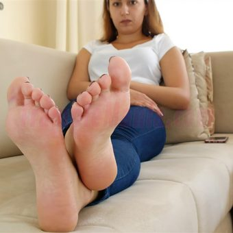 129-adelinas-sweaty-gym-feet.MP4.0009