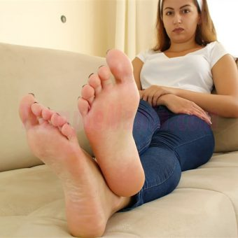 129-adelinas-sweaty-gym-feet.MP4.0012