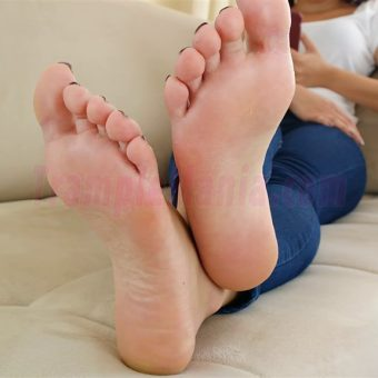 129-adelinas-sweaty-gym-feet.MP4.0014