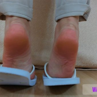 075-zelda-shows-her-feet-off.MP4.0003