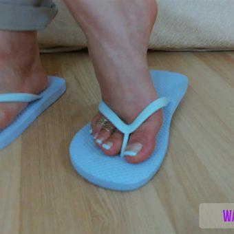 075-zelda-shows-her-feet-off.MP4.0010